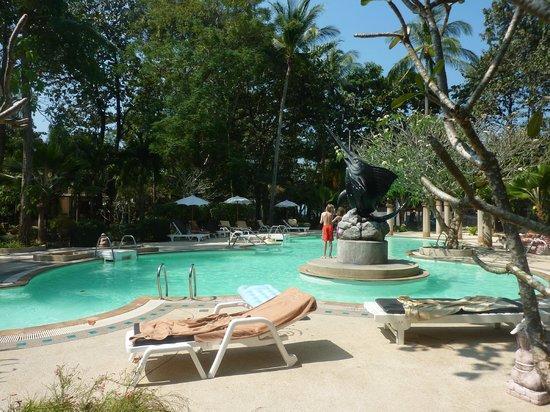 Lanta Sand Resort and Spa: L'une des piscines