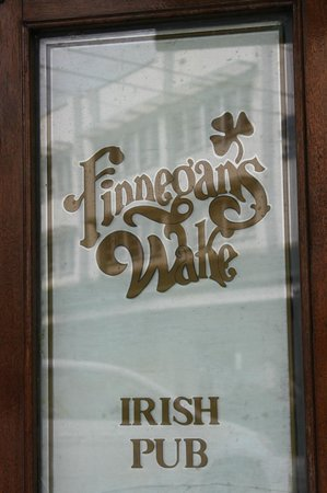 Finnegan's Wake Irish Pub: Signage on the door
