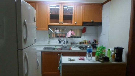 Black Gold: kitchen