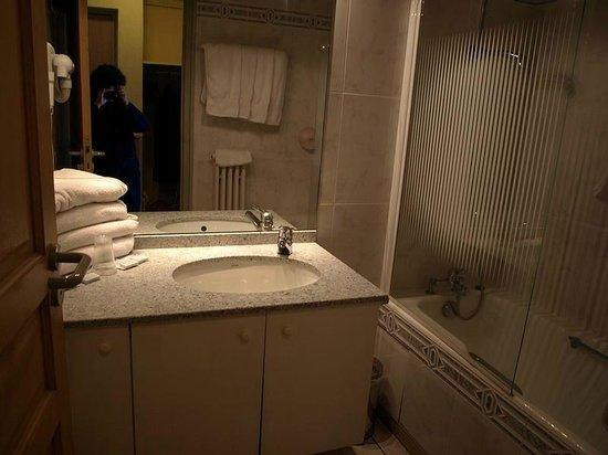 Le Clos Cerdan: Badezimmer