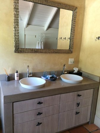 Avondrood Guest House: Family Suite Bathroom