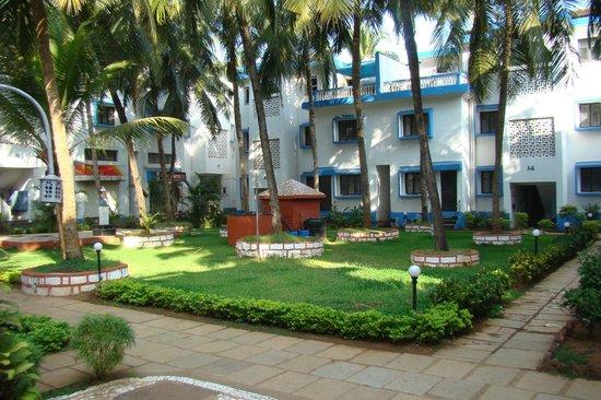 Hotel Dona Terezinha: Здесь очень приятно, много зелени и нет дорожной пыли))