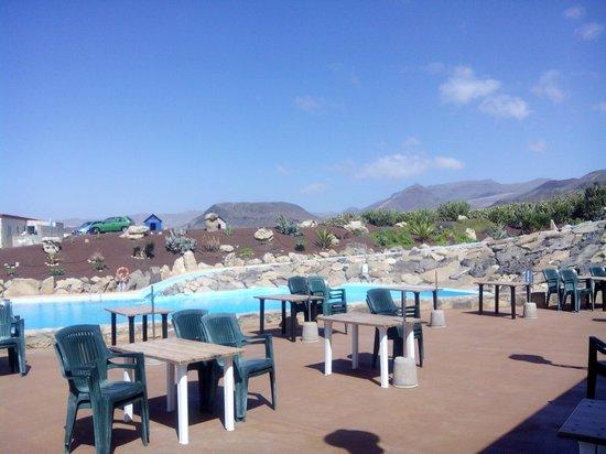 Bahia La Pared : Terraza ideal con piscina y tobogán