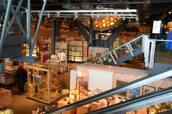 Corning Museum of Glass : First Floor Gift Shop Area