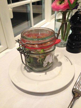 Hjerting Badehotel: Sådan ankom salaten til vores hovedret, meget dekorativt