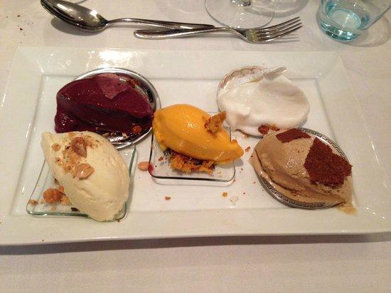 Hjerting Badehotel: Is på række, 5 forskellig slags sorbet (skyr, bær, lakrids, vanilie og havtorn)