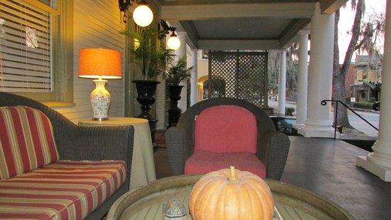 The Galloway House Inn: Magic porch.