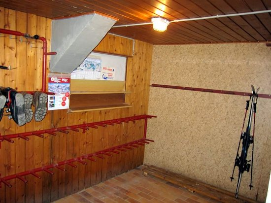Pension Cafe Wagrain: large ski drying room