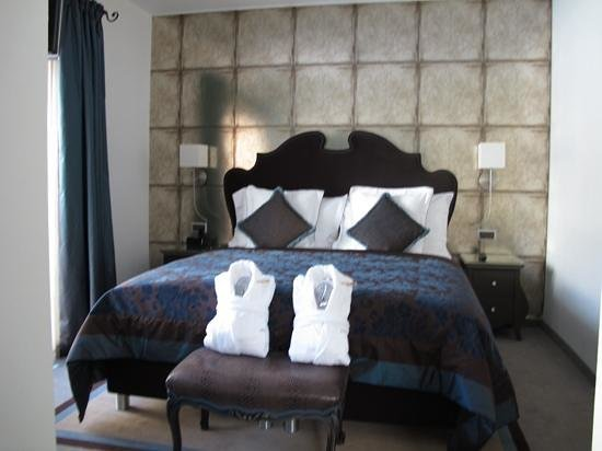 Schlosshotel Life & Style : bed