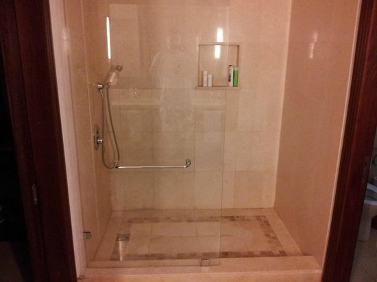LUX* Le Morne : douche chambre double supérieure