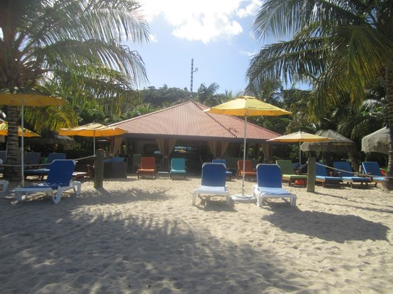 "Mount Cinnamon Resort & Beach Club: The ""Savvy's"" by the beach, great food and drinks"