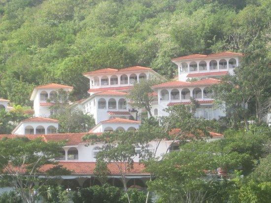 Mount Cinnamon Resort & Beach Club : The Mount Cinnamon resort seen from the beach