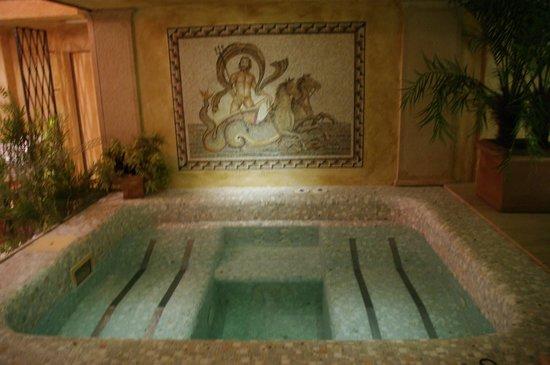 Grand Hotel Duchi D'Aosta: Charmin jacuzzi