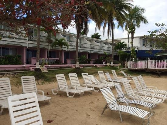 Shaw Park Beach Hotel & Spa: the hotel from the beach