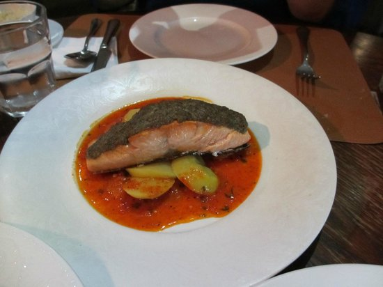 Il Bacaro: Salmon with herbs and olive crest