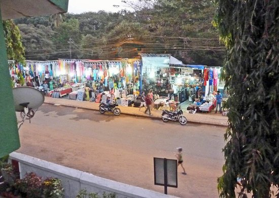 Ondas do Mar Beach Resort: Market by night