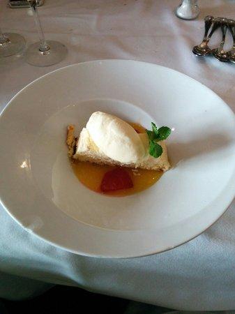 Tarta de queso con sopa de naranja