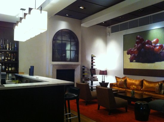 Hotel Lindrum Melbourne - MGallery Collection: Bar and more seating area  behind reception
