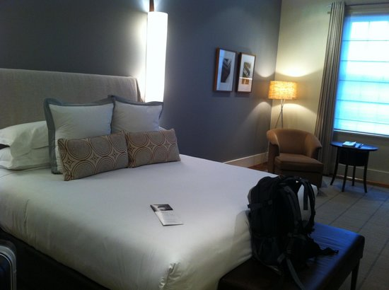 Hotel Lindrum Melbourne - MGallery Collection: Bed and reading area
