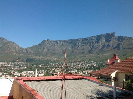 Bergzicht Guesthouse: Utsikten fra hagen