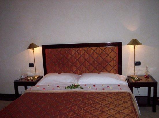 Hotel San Gallo Palace : big bed