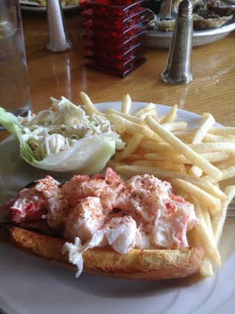 Benjamin's Restaurant and Raw Bar: Lobster Roll