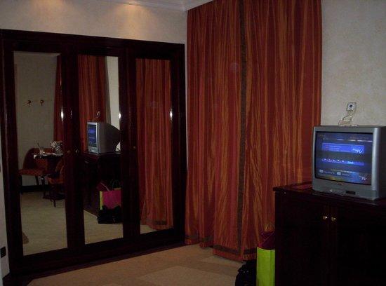Hotel San Gallo Palace : Bedroom closet spacious