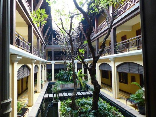Victoria Angkor Resort & Spa: Central Courtyard