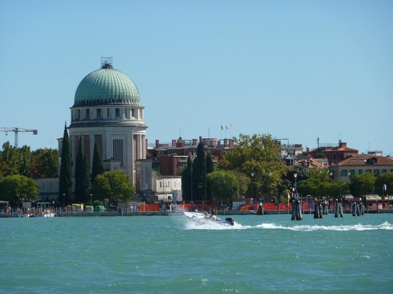 Venice Water Taxis: From Vaporetti travelling between Islands