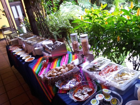 Hotel Casa Antigua: Breakfast buffet