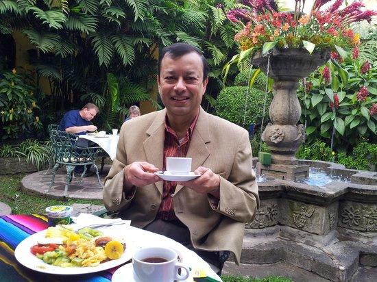 Hotel Casa Antigua : Breakfast in the garden