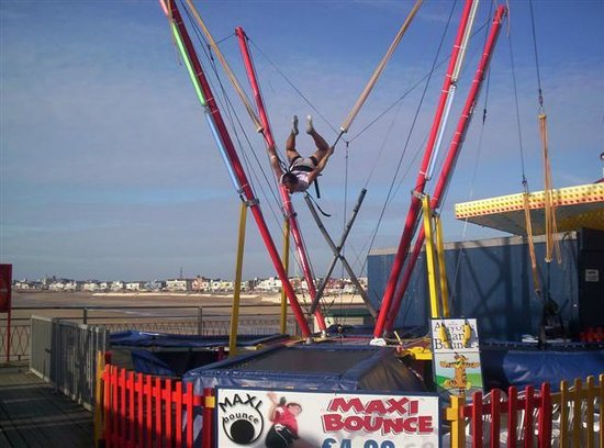 Adrenalin Zone : Maxi Bounce-----bungee trampolines