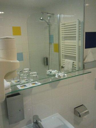 Bo18 Hotel Superior: Bathtub