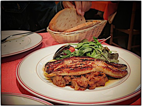 Au Petit Sud Ouest : Duck breast over an apple compote!