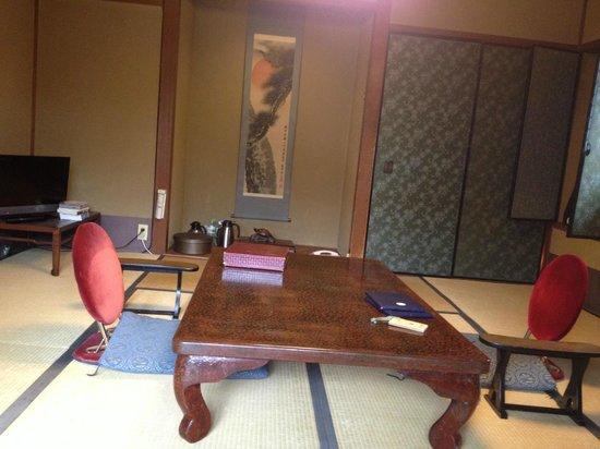 Kyoto Garden Ryokan Yachiyo: room with table (evening)