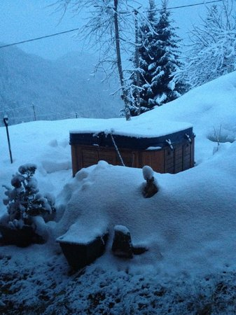 Chalet Fontana : The hot tub outside
