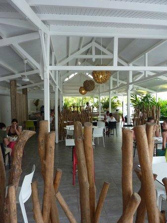 Bwa Chik Hotel & Golf : le carbet et salon pour les petits déjeuner