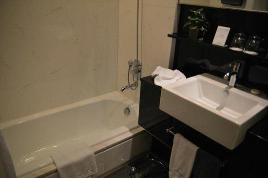Hotel Panorama by Rhombus : Bathroom