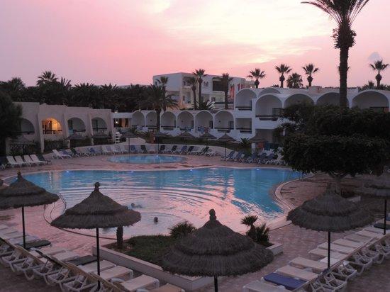 Club Marmara Hammamet Beach : Piscine crépuscule