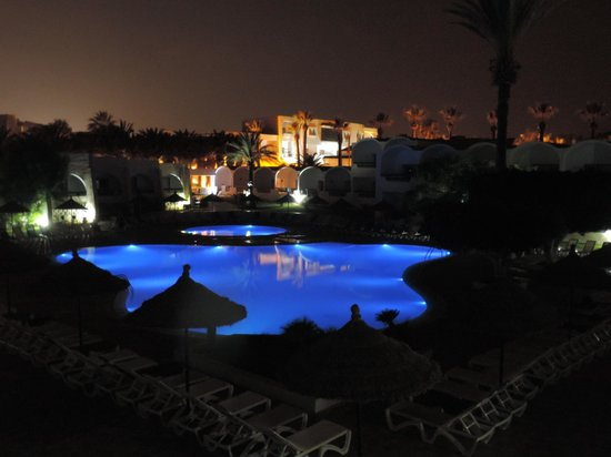 Club Marmara Hammamet Beach : Piscine à la nuit