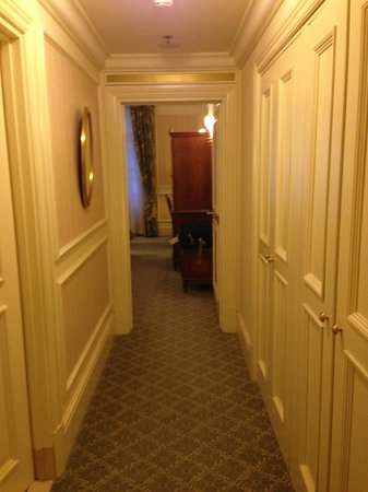 Grand Hotel Wien: Corridor of Deluxe Room