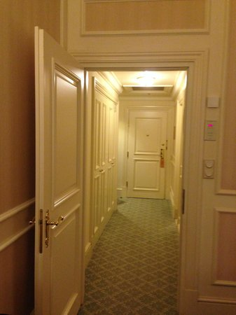 Grand Hotel Wien: Corridor of Room