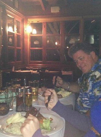 Ryan's Bar & Grill: Enjoying a great meal with friends