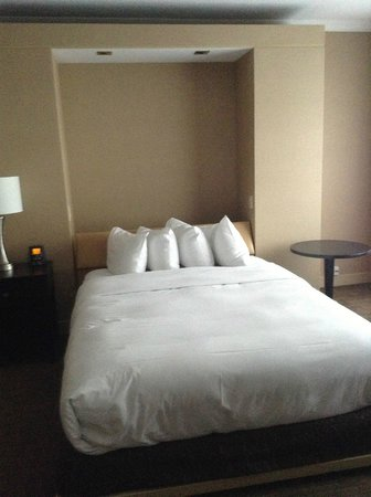 Hilton Quebec: bed that folds into a wall