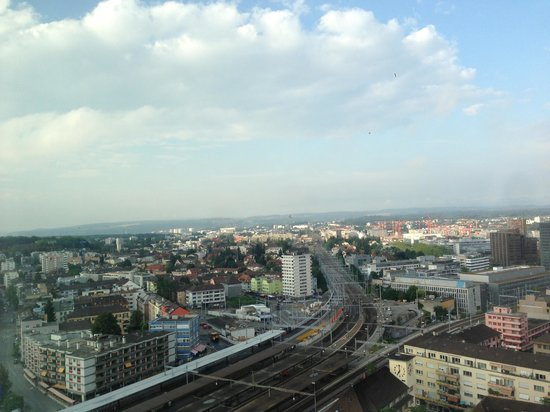 Swissotel Zürich: View from high floor overlooking Oerlikon station