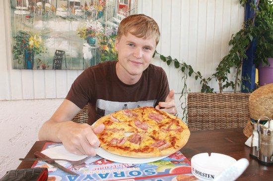 Golden Beach Hotel : пиццца, одному не съесть=))