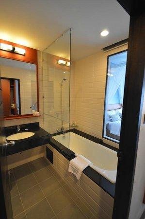 Deevana Plaza Krabi Aonang: Bathroom
