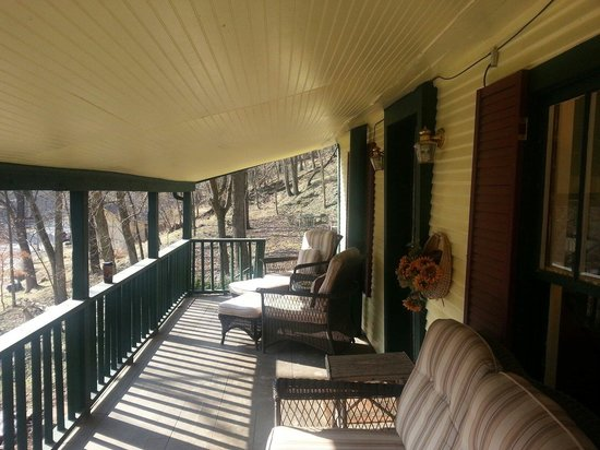 Lake Lucerne Resort: Buchman Cottage porch