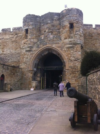 Lincoln Castle: The main gateway
