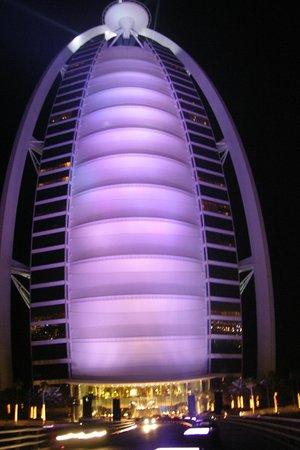 Burj Al Arab Jumeirah: Das Burj bei Nacht